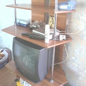 Стойка для телевизора и аппаратуры