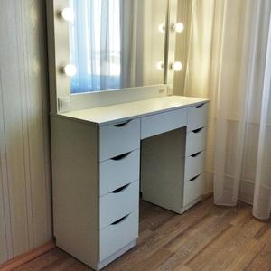 Туалетные столики и гримёрные зеркала от ведущего производителя в Беларуси.