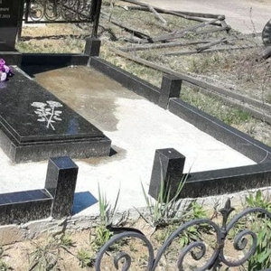 Ограда на кладбище из гранита под ключ. Алтайская 66а